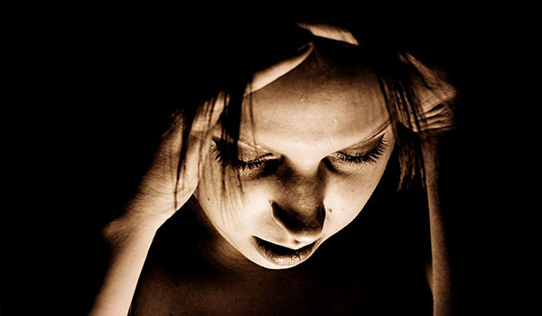 How Oil of Wild Oregano Can Help With Migraines